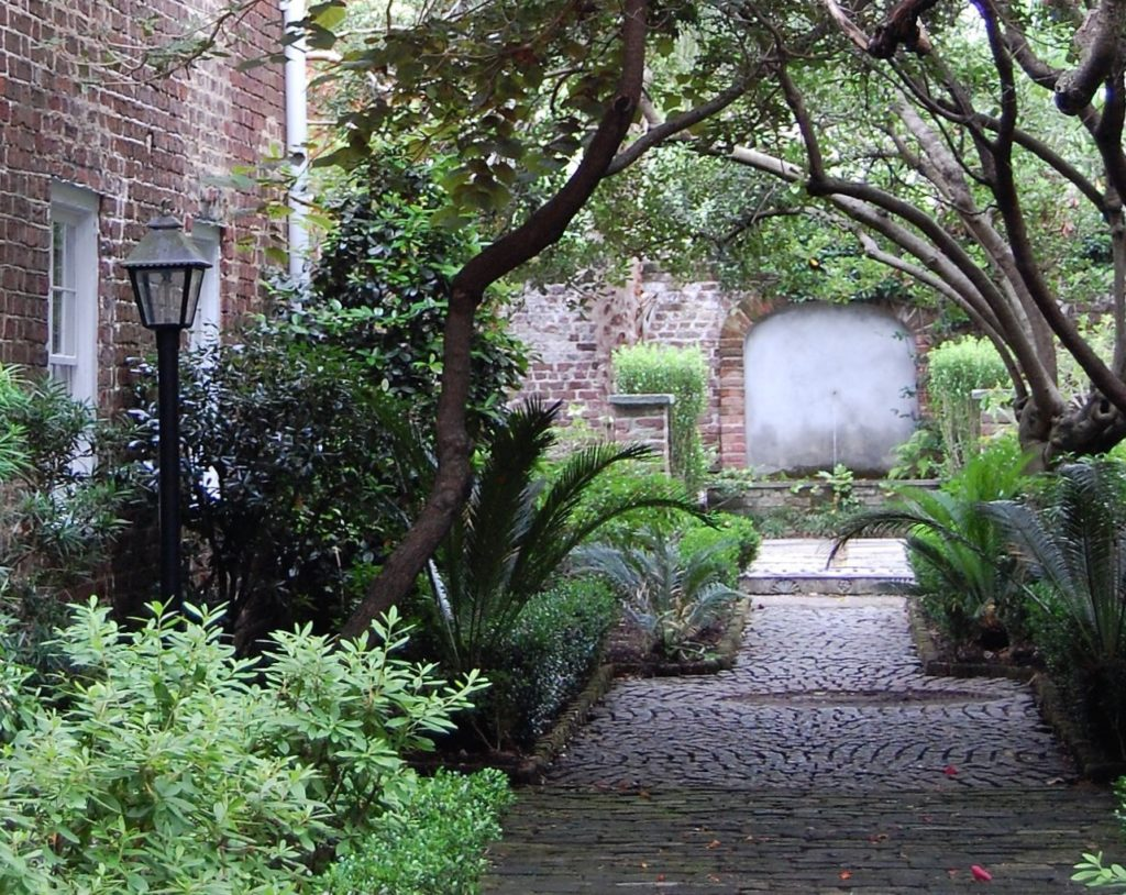 Take A Self Guided Walking Tour To See And Explore Historic Charleston